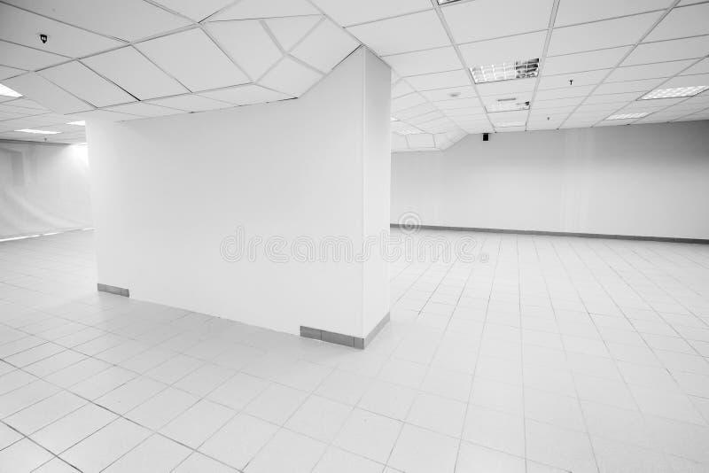 露天场所,抽象空的白色办公室内部 库存图片