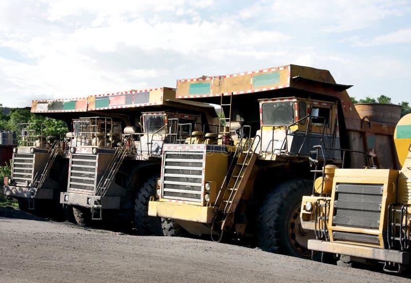 露天开采采煤倾销者大量的最小值 图库摄影