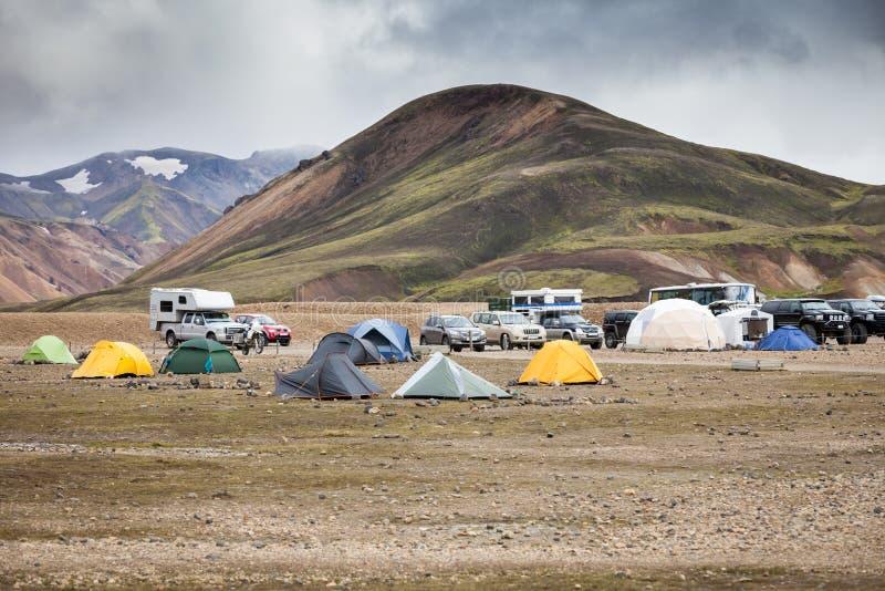 露营地在Landmannalaugar,冰岛 免版税库存照片