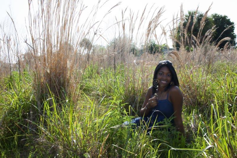 青少年户外的非洲裔美国人 免版税库存图片