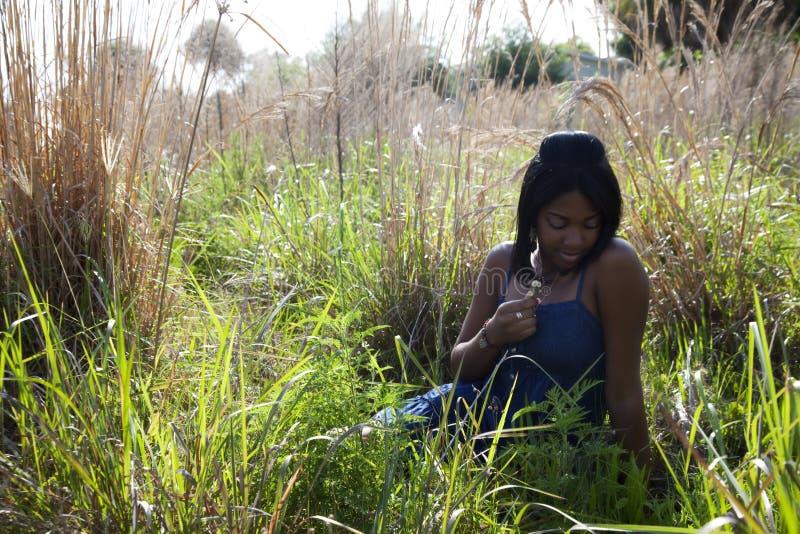 青少年户外的非洲裔美国人 免版税图库摄影