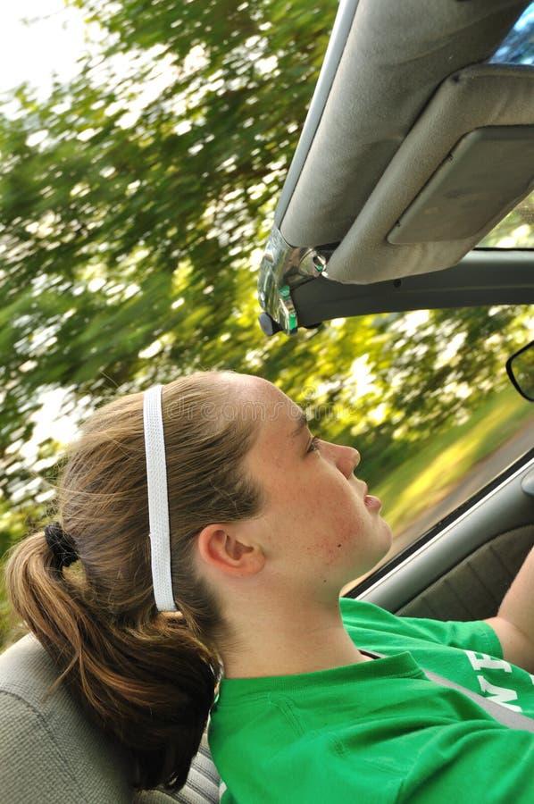 青少年汽车敞篷车驾驶的女孩 免版税库存图片