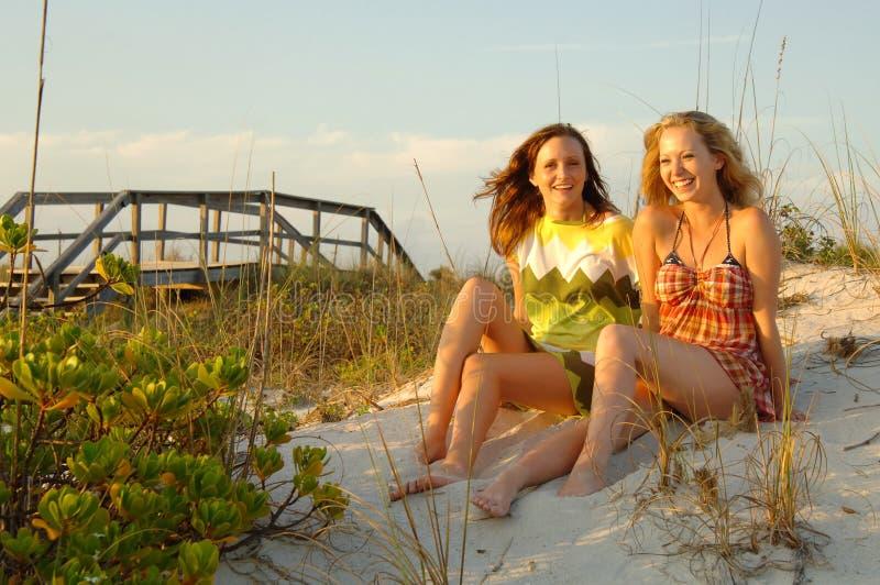 青少年海滩的女孩 免版税图库摄影