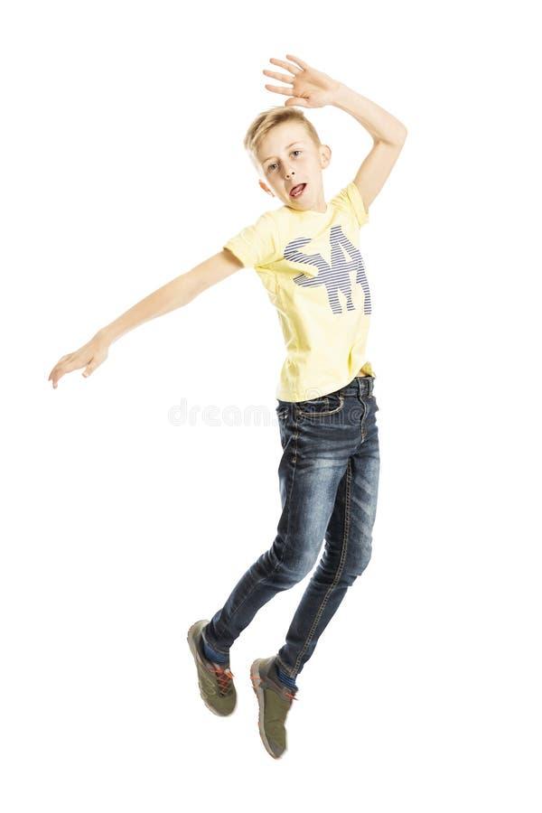 青少年男孩跳跃 r 免版税库存照片