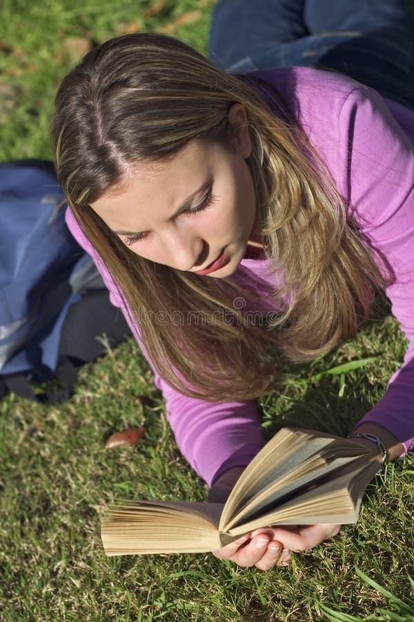 Download 青少年的女孩 库存图片. 图片 包括有 放松, 研究, 挑运, 学校, 女孩, 十几岁, 妇女, 少年, 钉书匠 - 64045