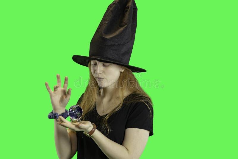 青少年的巫婆绿色屏幕 库存照片