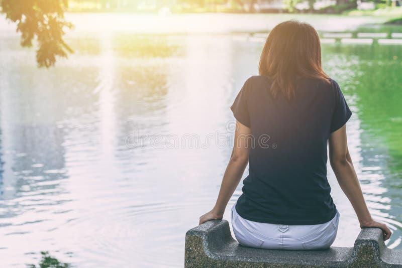 青少年的认为开会单独的感觉偏僻和想念某人 免版税库存图片