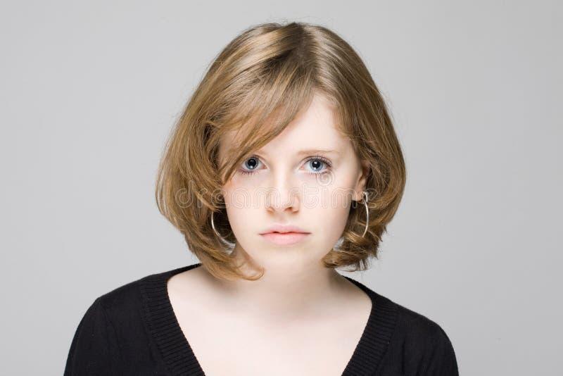 青少年美丽的女孩的纵向图片