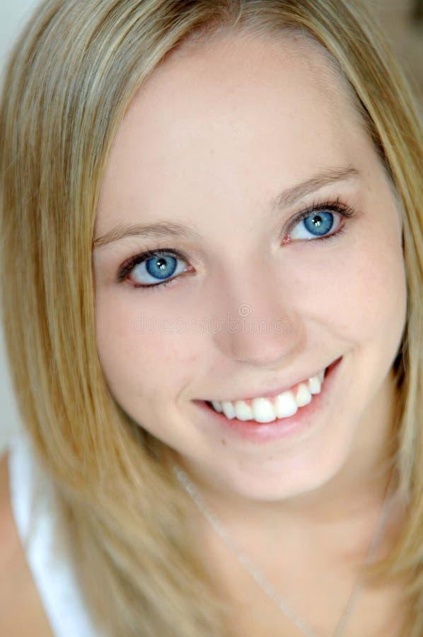 青少年美丽的蓝眼睛 免版税库存图片