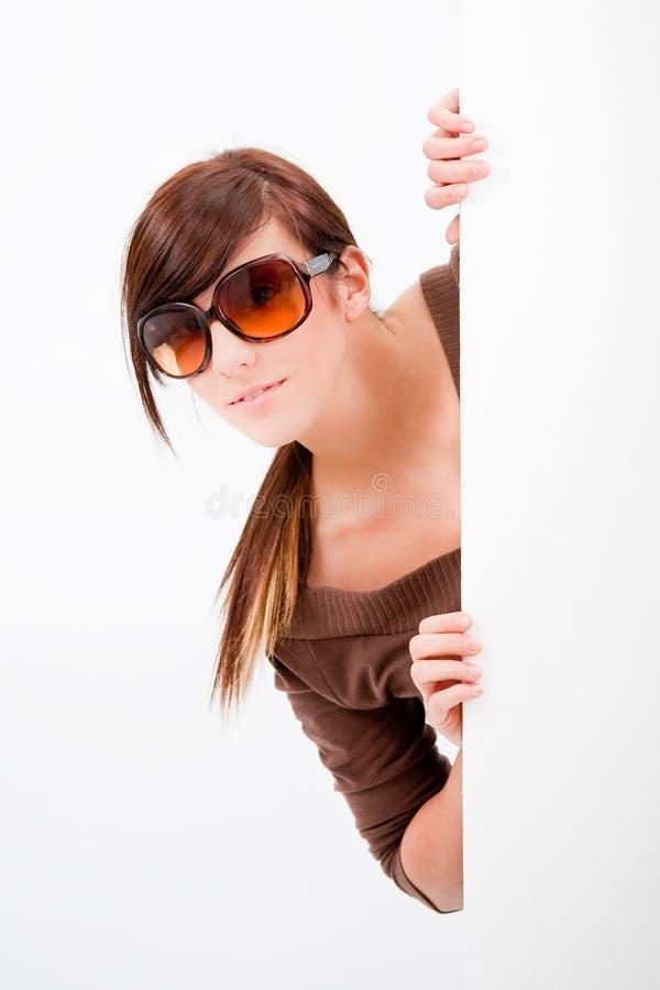 青少年美好的女孩的偷看 免版税图库摄影