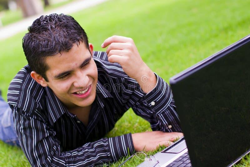 青少年膝上型计算机的学员 免版税库存照片