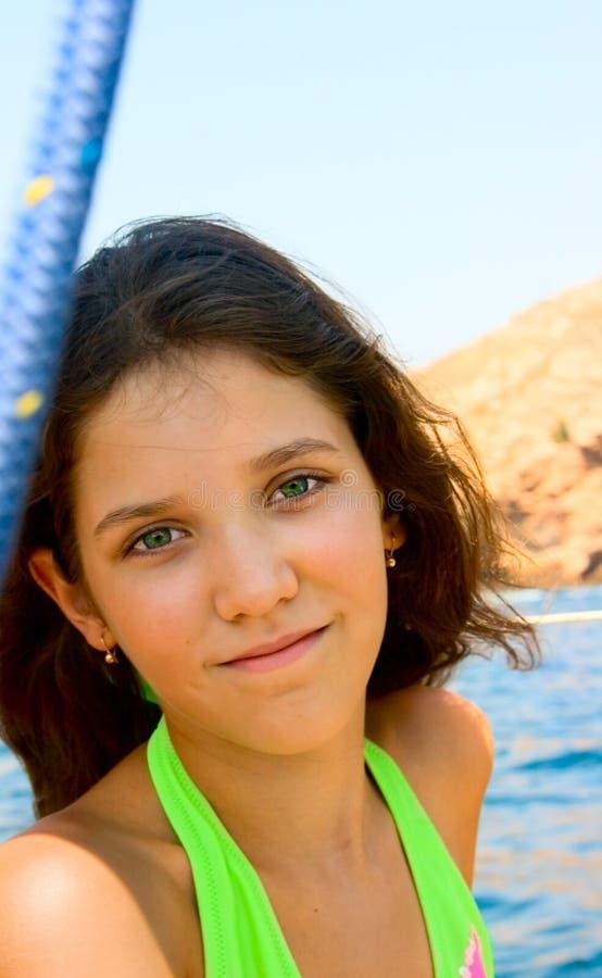 青少年逗人喜爱的女孩的纵向 库存照片