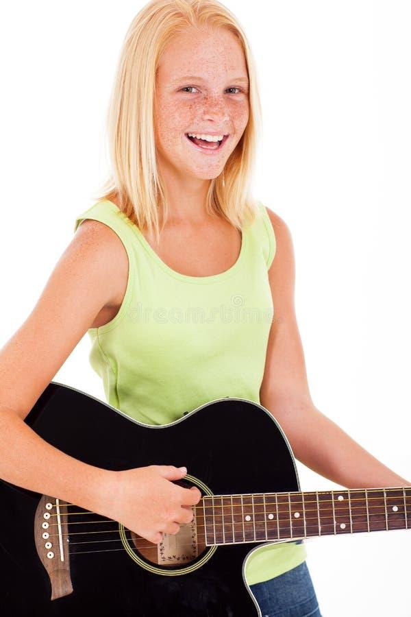 青少年的女孩吉他 免版税库存图片
