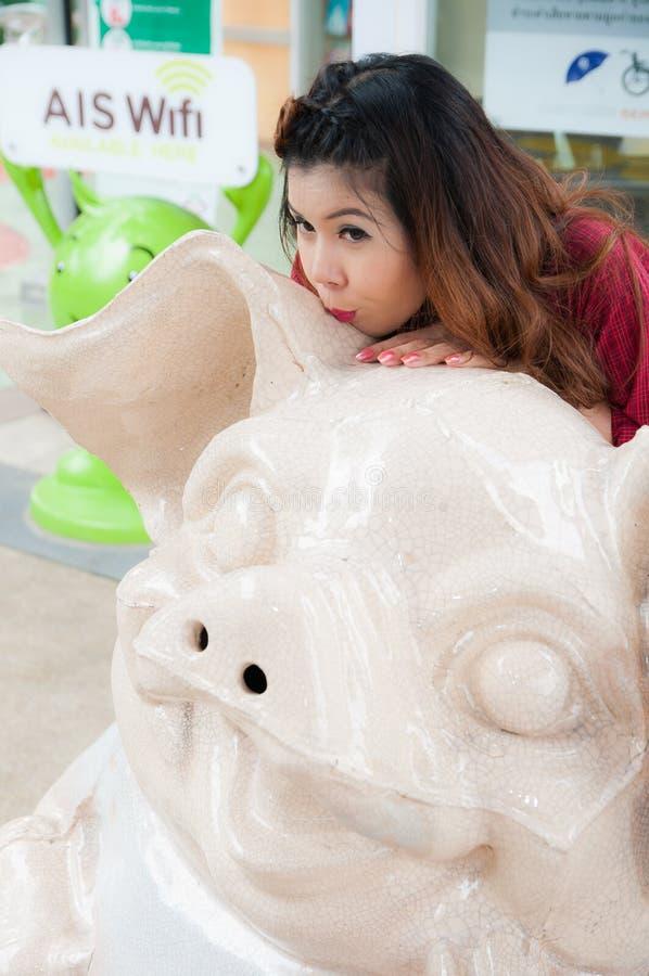 青少年的恋人在泰国享用 库存照片