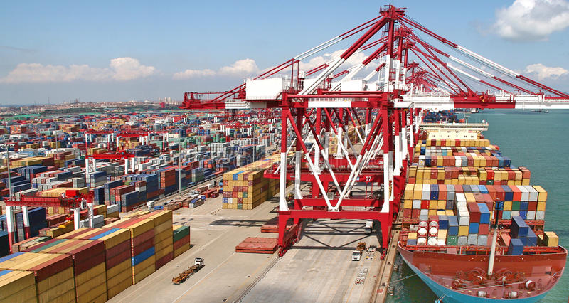 青岛港集装箱码头 库存照片