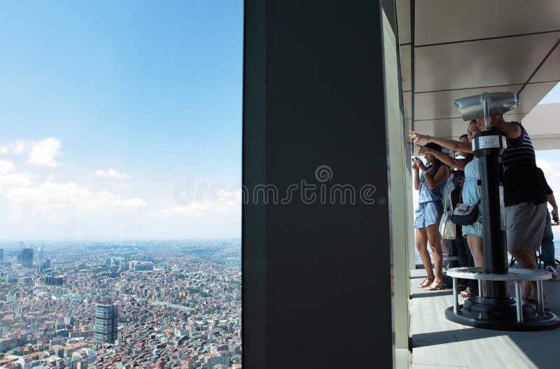 青玉摩天大楼的游人在伊斯坦布尔 库存图片