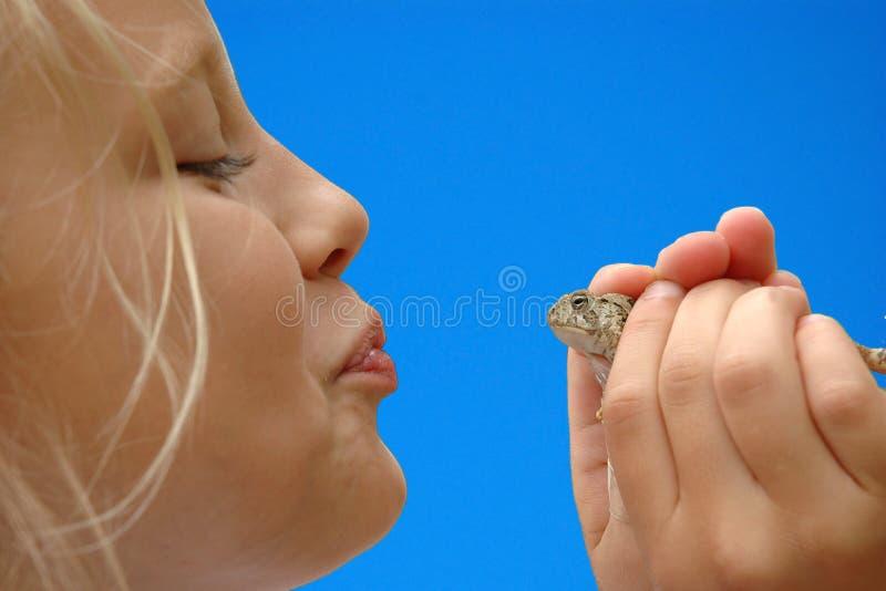 青蛙女孩亲吻准备好 免版税图库摄影
