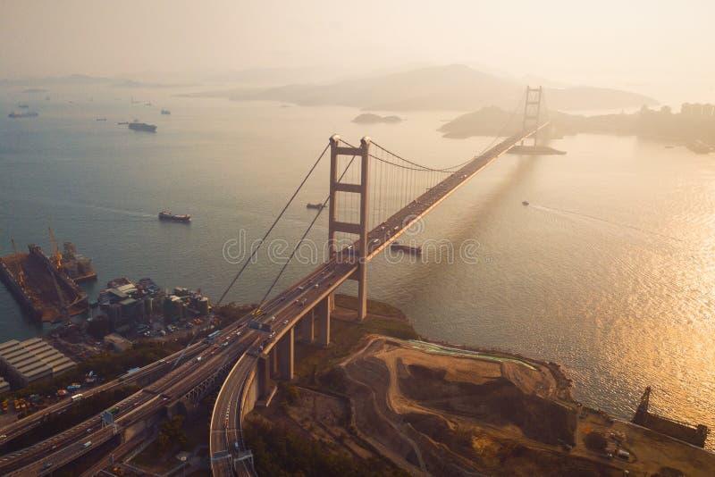 青马大桥鸟瞰图  高速公路在有停止建筑学结构的香港在运输和旅行的 库存图片
