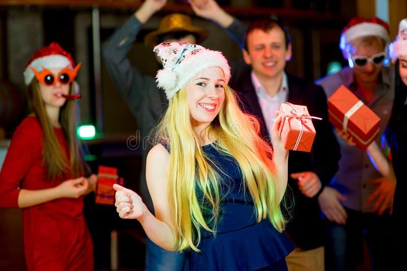 青年人圣诞晚会 免版税库存图片