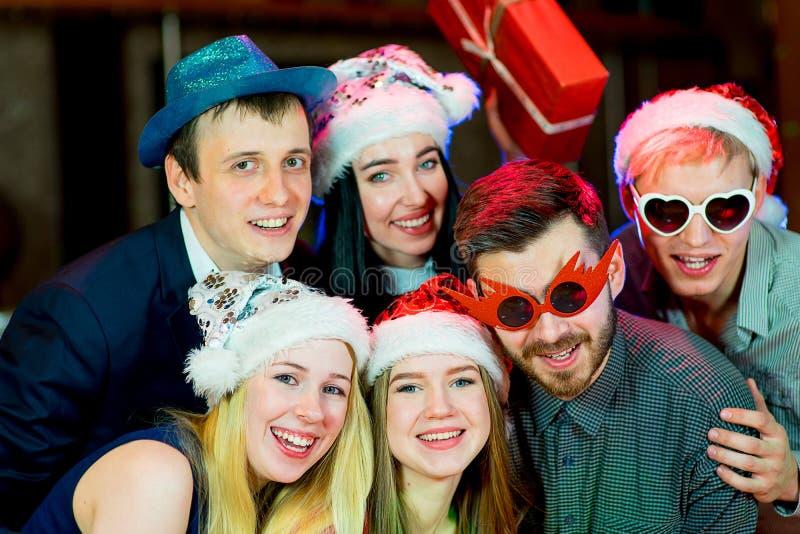 青年人圣诞晚会 免版税库存照片