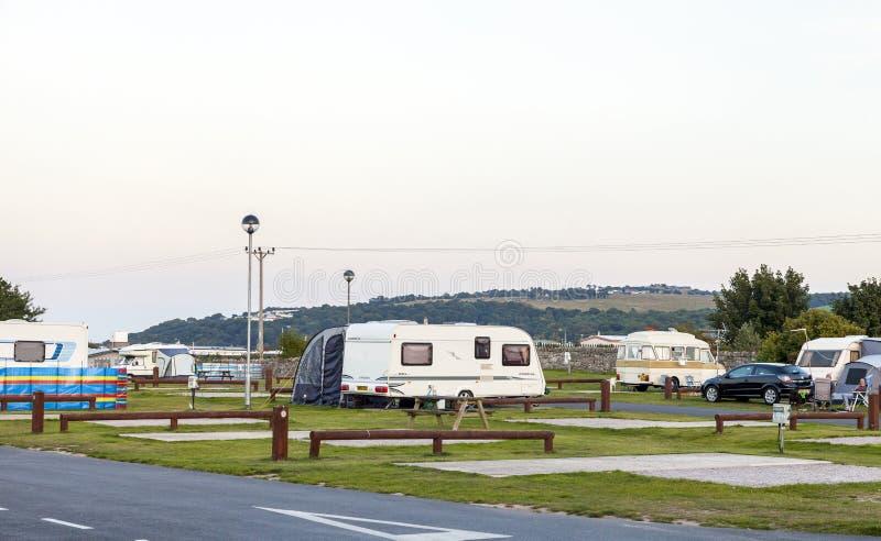 静态有蓬卡车假日公园 免版税图库摄影