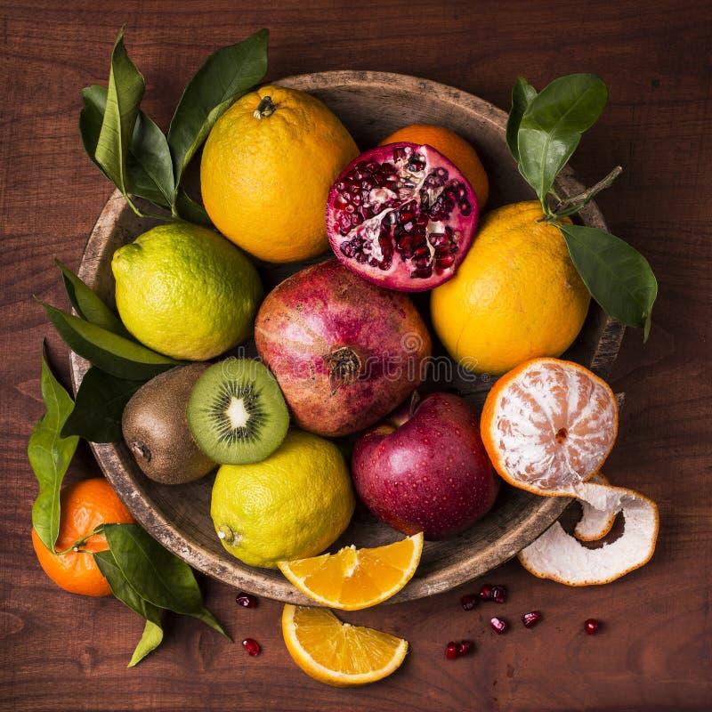 静物画水果篮 味道和颜色 库存照片