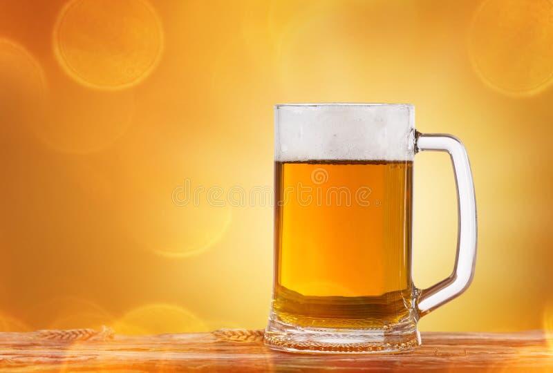 静物画用桶装啤酒 免版税图库摄影