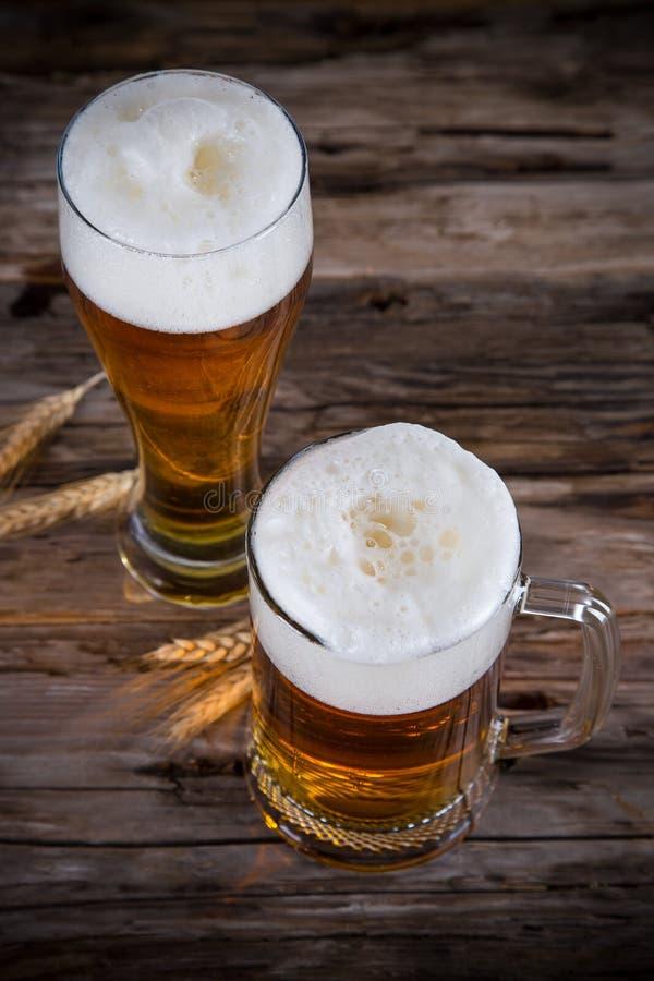 静物画用桶装啤酒 库存图片