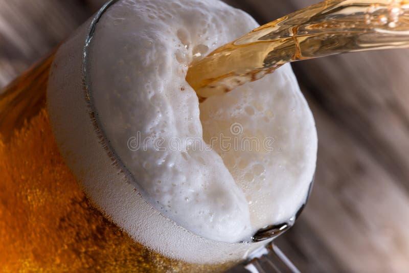 静物画用桶装啤酒 免版税库存照片