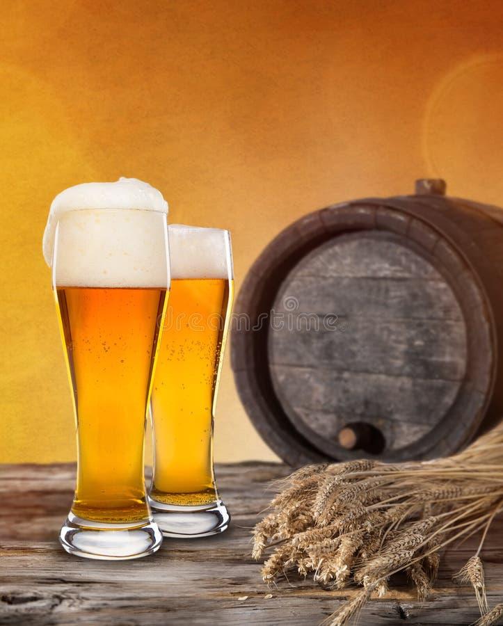 静物画用桶装啤酒 免版税库存图片
