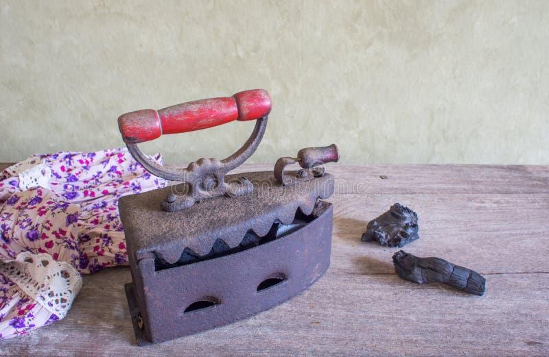 静物画,古色古香的铁 免版税库存照片