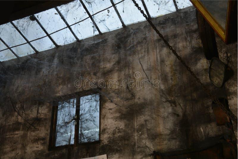 非常在开罗里面Souk的古老机械车间  库存图片