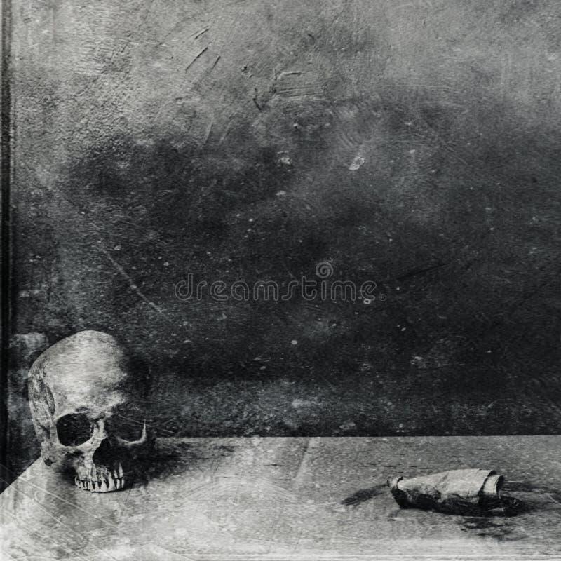 非常在桌上的可怕头骨 织地不很细难看的东西黑白背景 皇族释放例证
