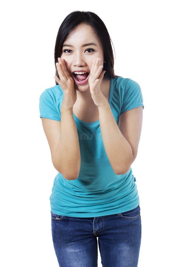 非常大声尖叫的妇女 免版税库存图片