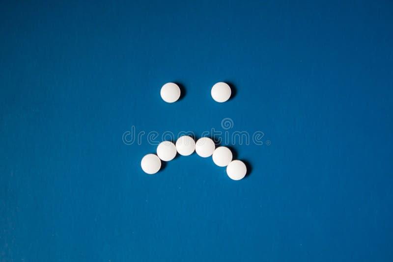 非常小白色圆的药片 库存图片