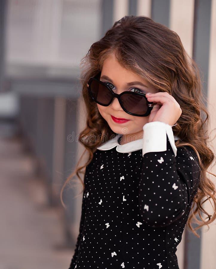 非常有完善的头发的美丽,逗人喜爱,华美,甜小女孩 免版税图库摄影