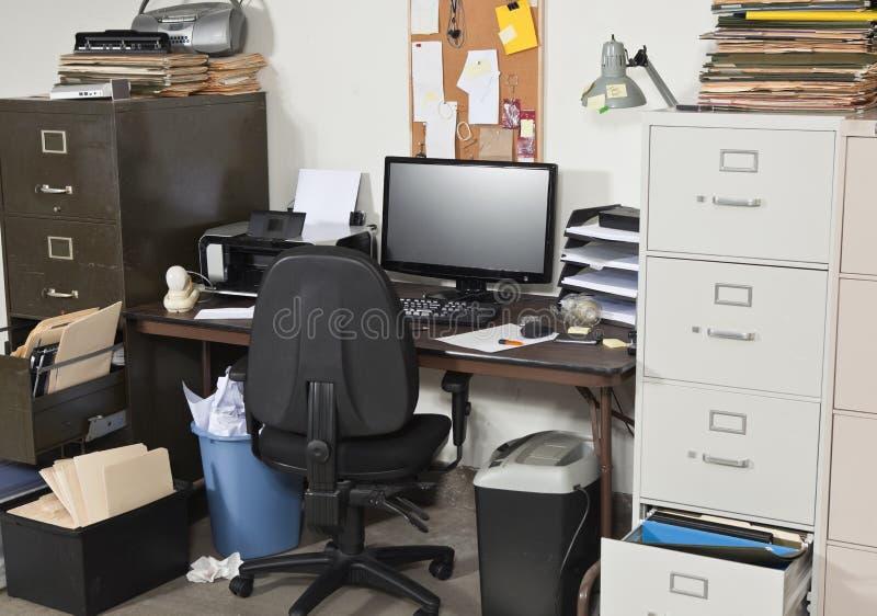非常杂乱办公室 免版税图库摄影