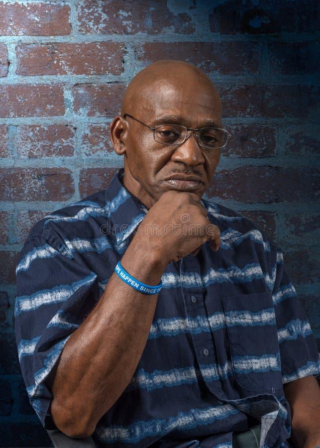 非常沉思资深非裔美国人的人 免版税库存图片