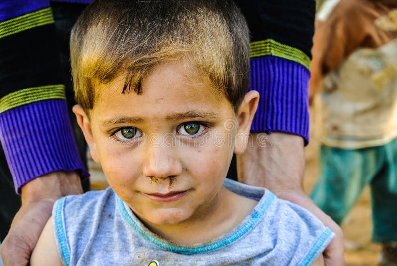 非常罕见的看起来的叙利亚孩子 库存图片