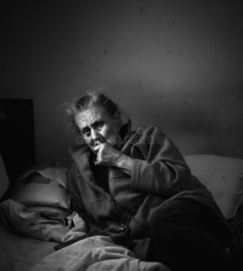 非常老疲乏的妇女 免版税库存照片