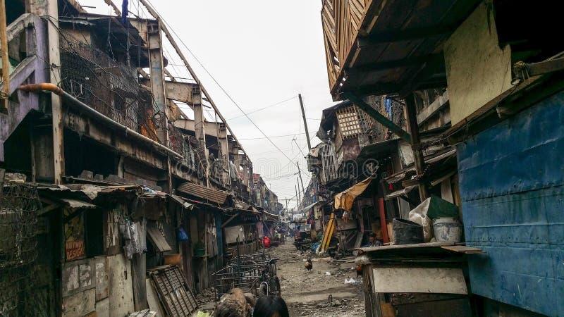 非常老被毁坏的行格住宅 图库摄影
