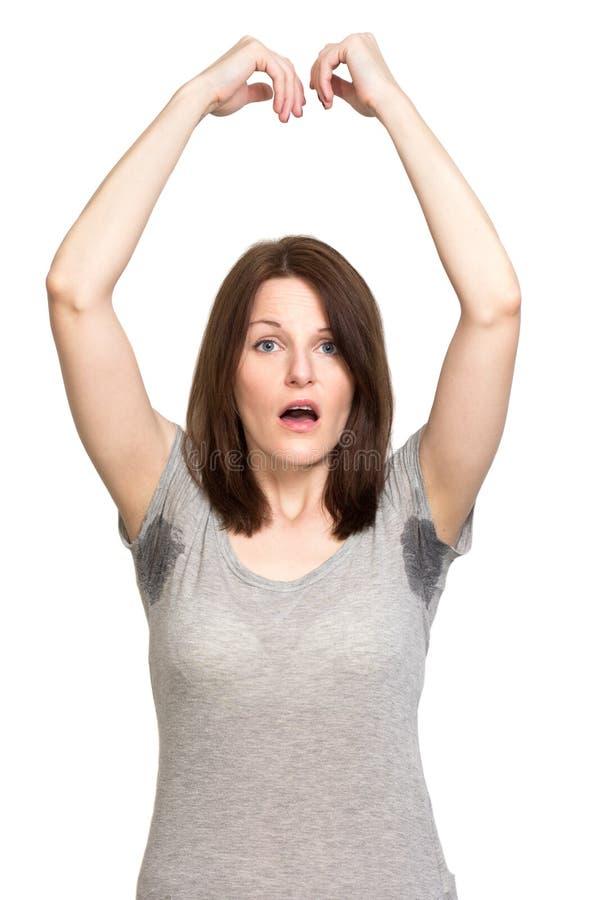 非常非常冒汗在腋窝下的妇女 库存图片