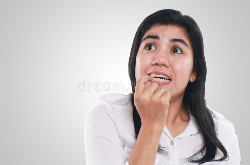非常紧张和担心的年轻亚裔妇女 免版税库存图片