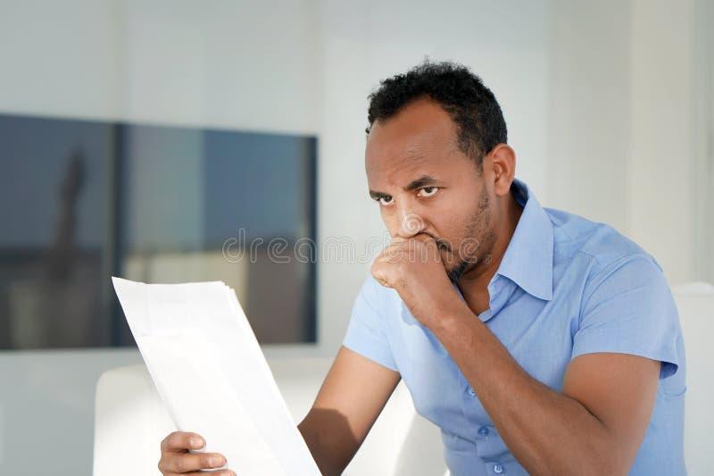 非洲人得到了一坏铅字uvolnenii 免版税库存图片