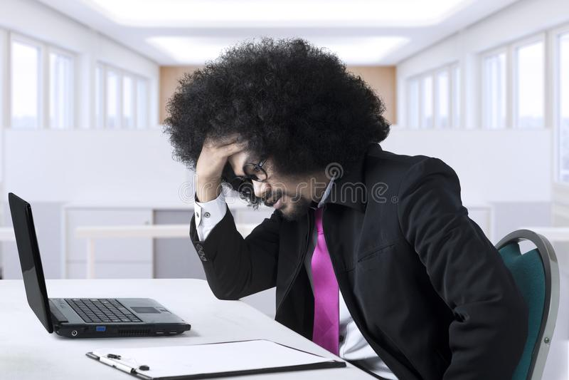 非洲企业家有一个问题 库存照片