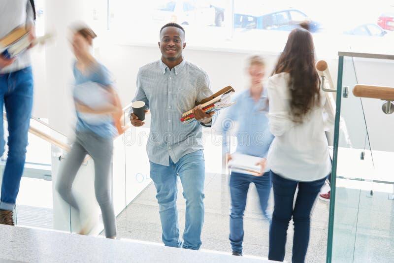 非洲学生在大学 库存照片