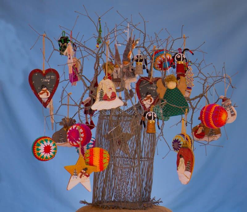 非洲手工制造导线艺术圣诞树 库存照片
