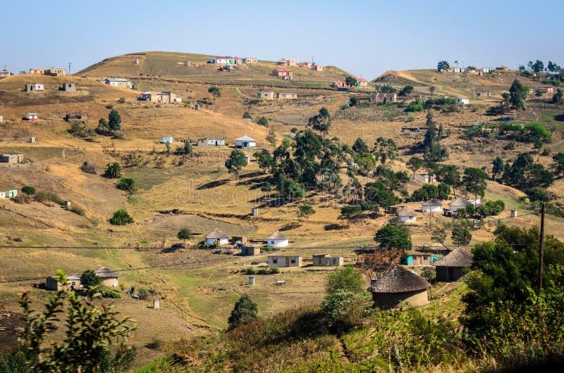 非洲村庄,农村房子种族隔离南非,在德班附近的bantustan夸祖鲁纳塔尔 免版税库存图片