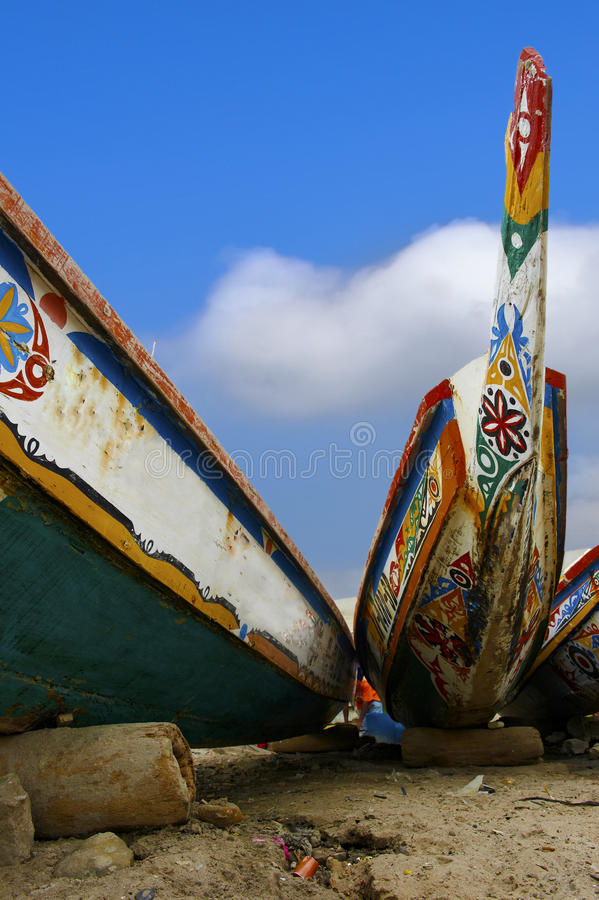 非洲独木舟乘独木舟海滩达喀尔 库存图片