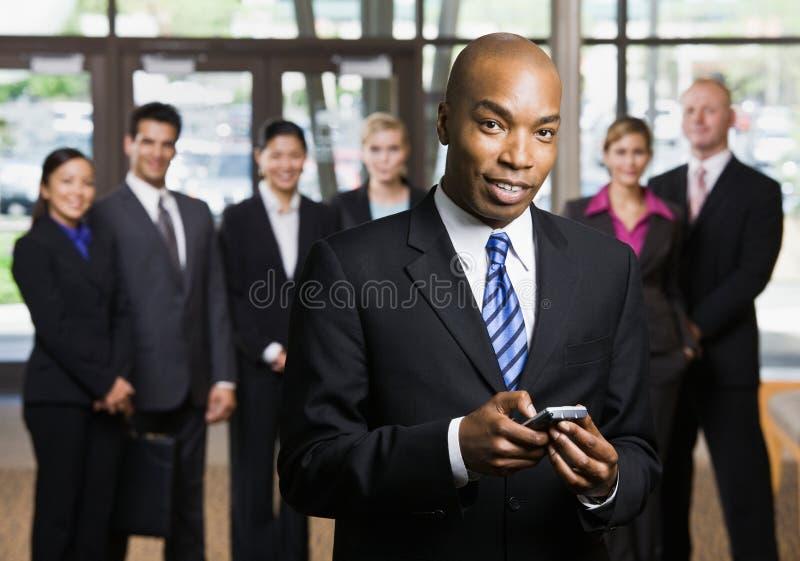 非洲生意人移动电话使用 库存照片
